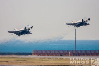 http://www.flying-wings.com/plugins/content/sige/plugin_sige/showthumb.php?img=/images/galleries/21_Japan_Phantoms/Naha1/20081212-_F-4-3772_Zeitler.jpg&width=396&height=300&quality=80&ratio=1&crop=0&crop_factor=50&thumbdetail=0