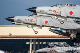 http://www.flying-wings.com/plugins/content/sige/plugin_sige/showthumb.php?img=/images/galleries/21_Japan_Phantoms/Nyuta1/20091130-Japan09_F-4-9474_Zeitler.jpg&width=260&height=300&quality=80&ratio=1&crop=0&crop_factor=50&thumbdetail=0