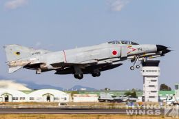 http://www.flying-wings.com/plugins/content/sige/plugin_sige/showthumb.php?img=/images/galleries/21_Japan_Phantoms/Nyuta1/20101110-Japan_F-4-7762_Zeitler.jpg&width=260&height=300&quality=80&ratio=1&crop=0&crop_factor=50&thumbdetail=0
