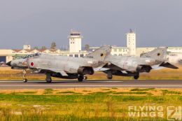 http://www.flying-wings.com/plugins/content/sige/plugin_sige/showthumb.php?img=/images/galleries/21_Japan_Phantoms/Nyuta1/20101111-Japan_F-4-8332_Zeitler.jpg&width=260&height=300&quality=80&ratio=1&crop=0&crop_factor=50&thumbdetail=0
