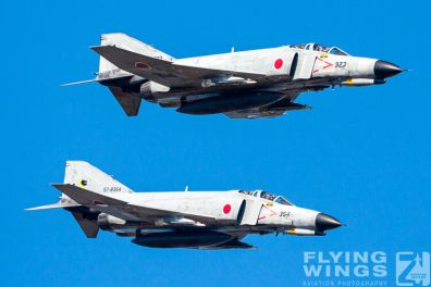 http://www.flying-wings.com/plugins/content/sige/plugin_sige/showthumb.php?img=/images/galleries/21_Japan_Phantoms/Nyuta2/20081207-_F-4_Base_Attack-1488_Zeitler.jpg&width=396&height=300&quality=80&ratio=1&crop=0&crop_factor=50&thumbdetail=0