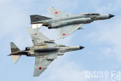 http://www.flying-wings.com/plugins/content/sige/plugin_sige/showthumb.php?img=/images/galleries/21_Japan_Phantoms/Nyuta2/20121128-JP12_F-4_Formation-9670_Zeitler.jpg&width=396&height=300&quality=80&ratio=1&crop=0&crop_factor=50&thumbdetail=0
