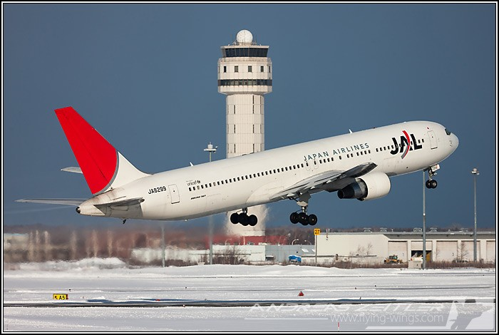Chitose Airport JAL 5944 Zeitler 700 470 90